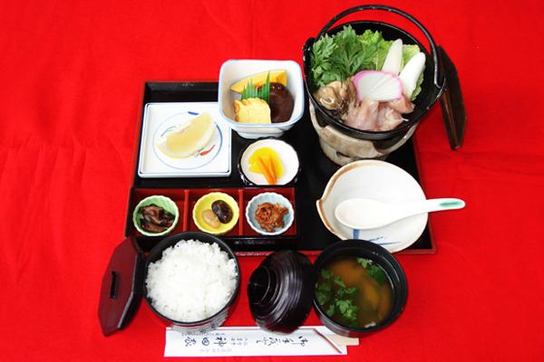 「展望お座敷レストラン「神田家」 つくば茜鶏鍋定食」の画像検索結果