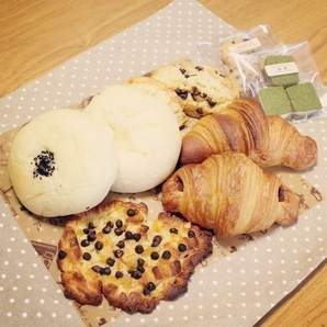 CORIN BREAD & SWEETS